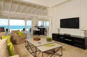 LA VIE EN BLEU, ST. MARTIN – OCEAN HOME MAGAZINE (www.oceanhomemag.com) VILLA OF THE MONTH